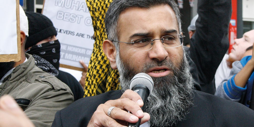 anjem choudary is speaking to a group of people outside